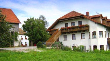 wouznhof-bauernhof-eiber-waldmuenchen-ferienhaus-ansicht